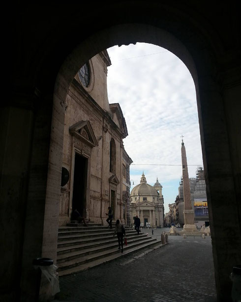 Quando passo da porta del Popolo penso sempre all'effetto che doveva fare entrare a Roma da qui dopo un lungo viaggio...