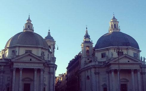 Concludiamo la settimana con un'offerta speciale, due cupole al prezzo di una: ecco quelle, quasi gemelle, di piazza del Popolo
