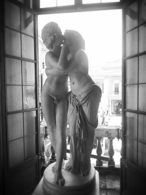 Oggi è la giornata mondiale del bacio...baciatevi allora, come fanno Amore e Psiche ai musei Capitolini...