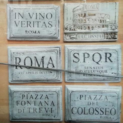 """Lo sapevate che in 7890 comuni d'Italia esiste una via Roma? E che nella capitale ci sono invece più di 15mila """"aree di pubblica circolazione""""? Qual è secondo voi la strada romana col nome più strano?"""