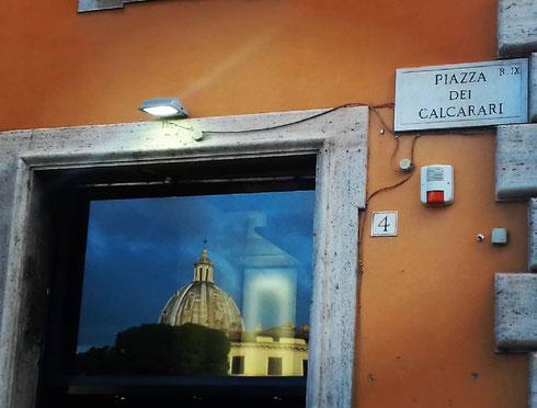 Dopo quella di san Pietro, la cupola di sant'Andrea della Valle è la più grande a Roma...e, in effetti, spunta un po' dovunque...