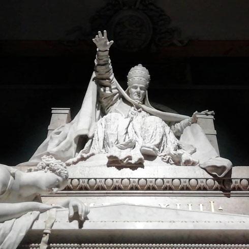 Appare nel buio della navata sinistra la tomba di papa Clemente XIV, realizzata da Canova alla fine del Settecento per la basilica dei SS. Apostoli. Lo  schema, piramidale col papa alla sommità, la porta reale intesa come passaggio tra la vita e la morte, le allegorie ai lati del monumento sono ancora di matrice barocca, ma la compostezza è la solennità dell'opera annunciano già un'altra epoca