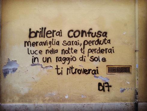I writers dalla bella grafia sono rarissimi...questo è pure poetico...passeggiando tra il Corso e via Margutta...