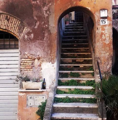 Piccoli pittoreschi angoli di Trastevere, da apprezzare rigorosamente la mattina