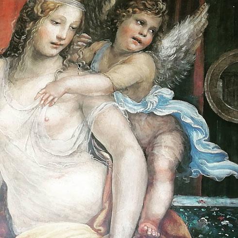 Affrescata dal Sodoma, la camera da letto di Agostino Chigi allude alle sue nozze attraverso quelle di Alessandro Magno e Rossane