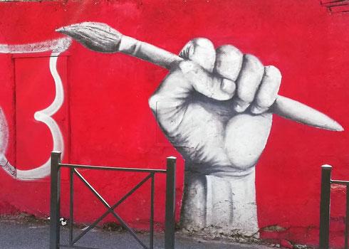 Impugnare il pennello a via Ascalesi è quasi un atto rivoluzionario