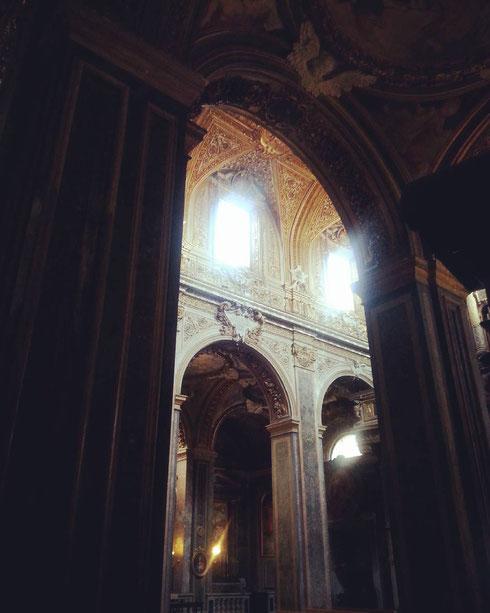 Chiaroscuri nella chiesa di santa Maria nell'Orto...le chiese deserte hanno sempre un certo non so che, non trovate?