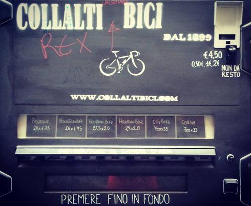 Dal 1899 Collalti Bici assiste i ciclisti romani...anche con il distributore automatico di cariche d'aria in via del Pellegrino
