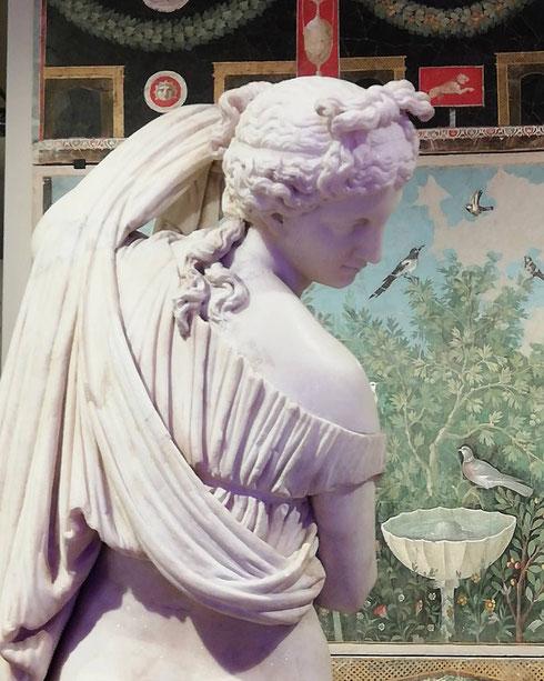 Divinità buone o vendicative, uomini orgogliosi, fanatici o innamorati...Ovidio ci racconta le storie di tutti, e tutte parlano ancora di noi