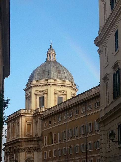 Nella foto si vede appena appena, ma l'arcobaleno sopra santa Maria Maggiore fa cominciare la giornata con un sorriso