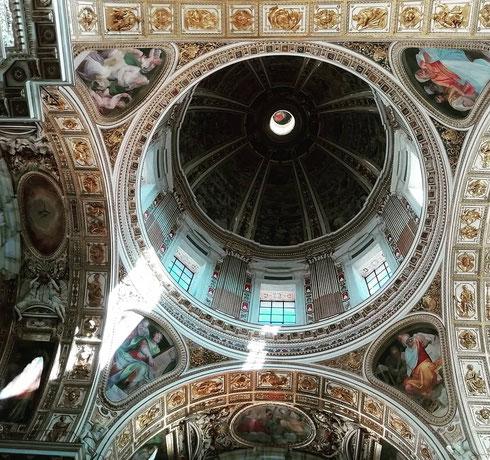 Avete indovinato? Siamo a santa Maria Maggiore, che conserva il presepe di Arnolfo di Cambio. Qui inoltre c'è un'altra cappella Sistina, fatta costruire da papa Sisto V alla fine del Cinquecento