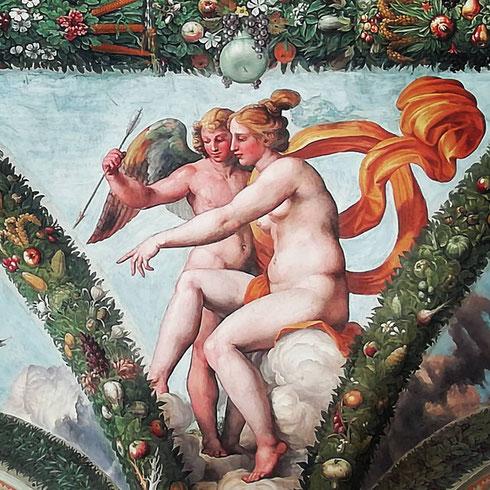 Dalla volta della loggia di Psiche, Venere e Cupido si chiedono cosa succede a villa Farnesina...grandi novità bollono in pentola