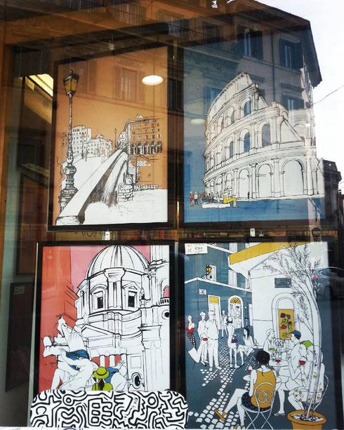 Un po' di Roma vera (riflessa nel vetro) e un po' di Roma immaginata nella vetrina della Fox Gallery
