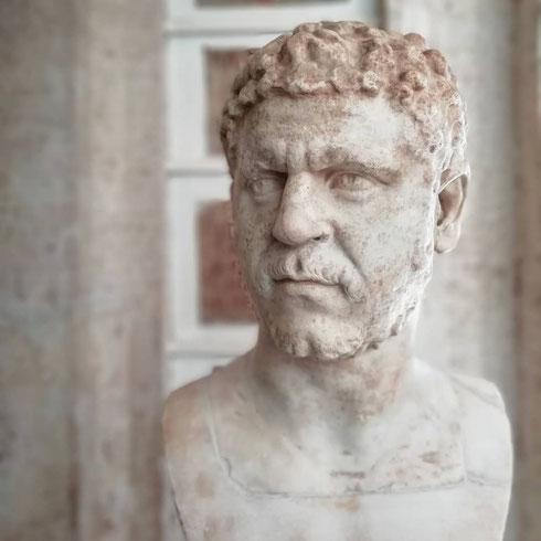 Sembra che certi ritratti dei musei Capitolini stiano per raccontarti qualche segreto
