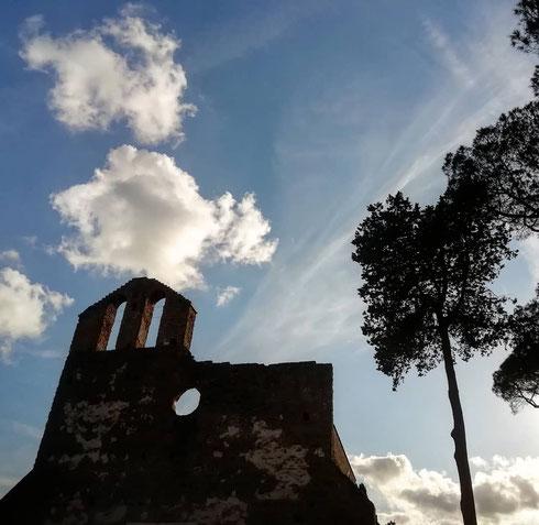 Prendi l'Appia Antica all'altezza di Capo di Bove, mettici insieme una tiepida giornata d'autunno e un cielo che farebbe girare la testa a Monet, ed ecco la giornata perfetta