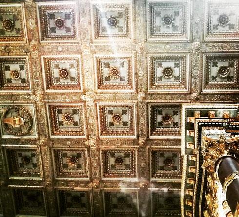 Leggenda vuole che il soffitto a cassettoni di Santa Maria Maggiore, realizzato da Giuliano da Sangallo per volere di papa Borgia, sia stato decorato dal primo oro arrivato un città dalle Americhe appena scoperte