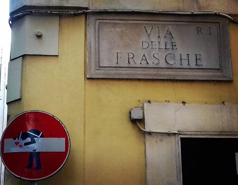 Tra via del Boschetto e via dei Serpenti, via delle Frasche segnala come un tempo qua fosse tutta campagna...