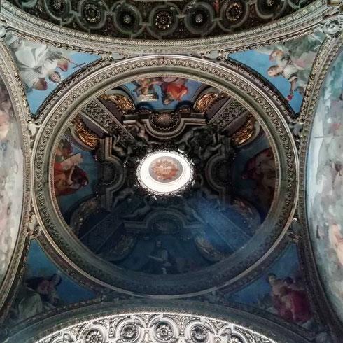 San Rocco all'Ara Pacis , nata alla fine del Quattrocento, faceva capo alla confraternita che curava i malati di peste ed era costruita accanto ad un piccolo ospedale, demolito negli anni Trenta del secolo scorso