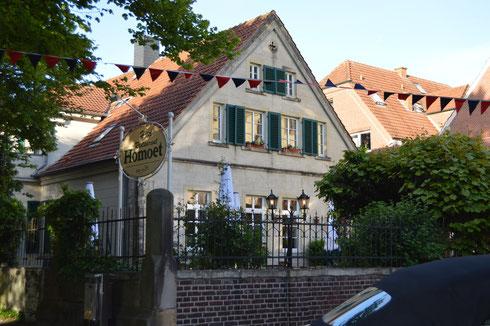 Historisches Gebäude mit wunderbarem Garten