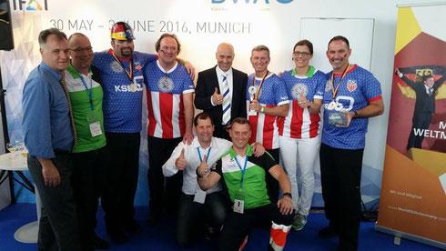Das Team USA mit den Experten und Offiziellen des Berufswettbewerbs Abwassertechnik