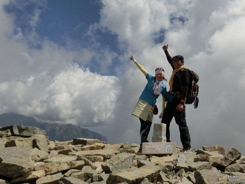 絶景の中の稜線歩き!! 最高ですね。 この時期は、お花がとってもきれいで感激です。 ハクサンイチゲ祭でした~~!(^^)!