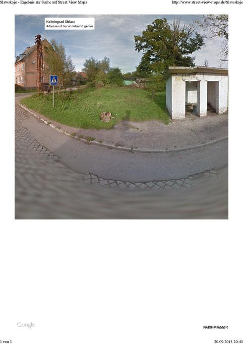 Laut altem Stadtplan von Kreuzburg soll sich rechts neben der Molkerei das Kriegerdenkmal 1. WK befunden haben. Hier ist heute eine Bushaltestelle zu sehen.