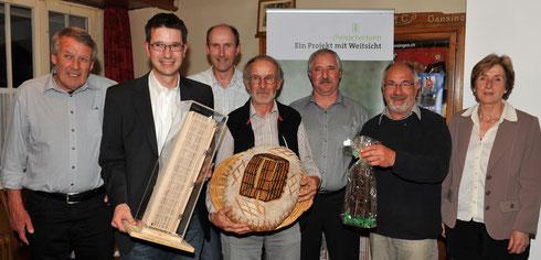 Am 20. Mai 2010 wurde der Trägerverein Cheisacherturm gegründet. Der erste Vorstand (v.l.n.r.): Dieter Deiss (Sulz), Roger Erdin, Dölf Erdin, Thomas Senn (alle Gansingen), René Birrfelder (Mönthal), Beat Erdin (Gansingen) und Astrid Obrist (Sulz).
