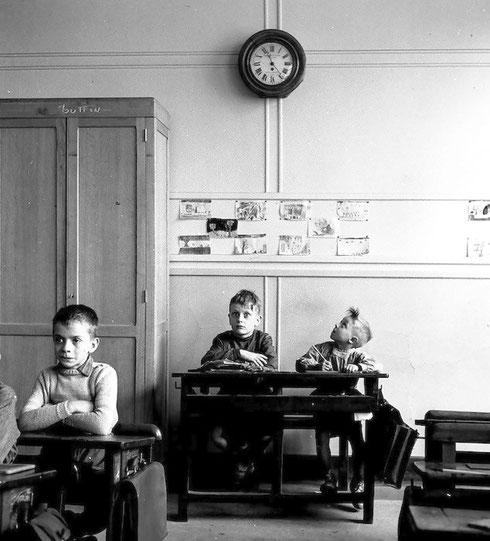 L'orologio della scuola, Parigi 1956