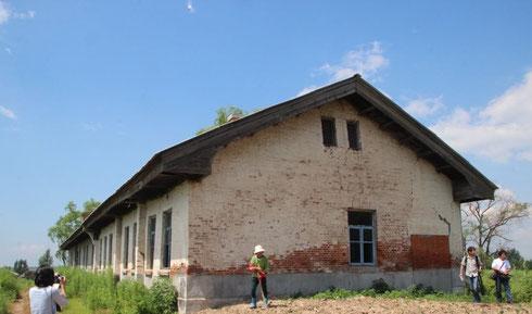 今も残る川路村開拓団の国民学校の建物