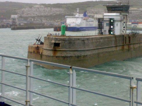 Вход в порт Дувр