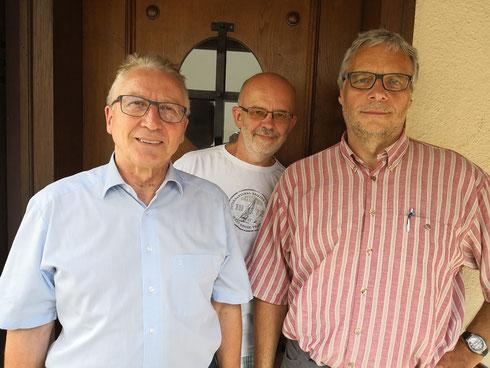 von links: Erster Bürgermeister Karl-Heinz Balzer, Kurt Goldmann, Pfarrer Achim Dürr