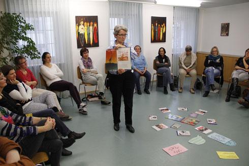 """Fortbildungsnachmittag alle Religionslehrkräfte mit Eva Zoller zu """"Philosophieren mit Kindern""""."""