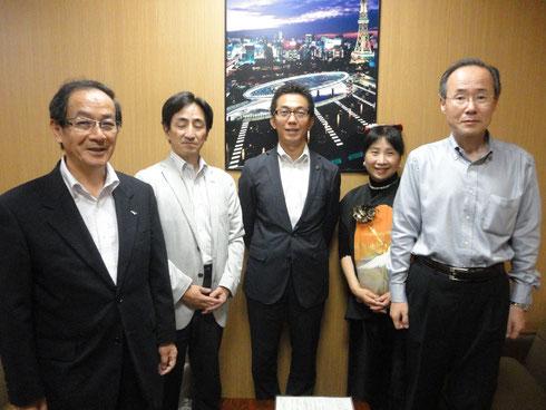 左からオアイッス21社長、熱田区長、桑名市長、緑区長