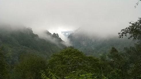 La mágica Sierra Norte de Puebla, bendecida con rios, manantiales y bosques de nieblas prehistóricos, es uno de los santuarios naturales más conservados de México. Antiguas rutas ceremoniales y de negocio pasaron por estos valles donde se ha fundó en 2016
