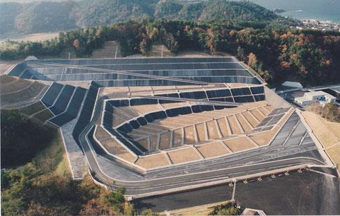 鳥取県東部一般廃棄物処分場遮水シート敷設工事