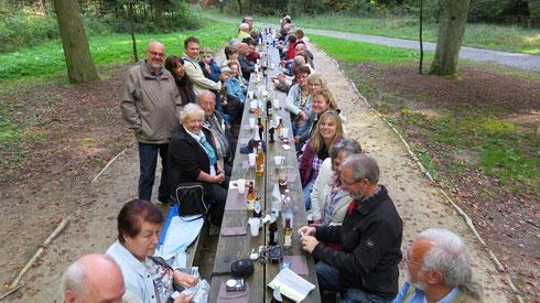 """Jahresausflug 2013 Vesperpause am """"Tisch des Friedens"""" (Weiterweg bei Rotenhar)"""