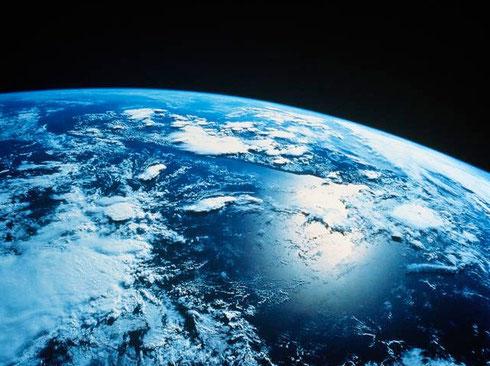 """"""" Man kann den Menschen nichts beibringen. Man kann ihnen nur helfen,  es in sich selbst zu entdecken.""""  Galileo Galilei"""