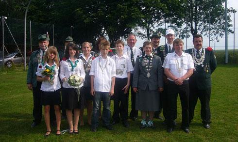 Königinnen und Könige beider Vereine auf dem Schützenfest 2008 in Ingeln-Oesselse