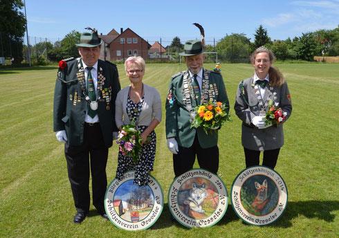 Würdenträger 2014: v.l. Günter Mechler, Bürgerkönigin Karin Franke, Schützenkönig Klaus Specht und Schützenkönigin Katrin Icke