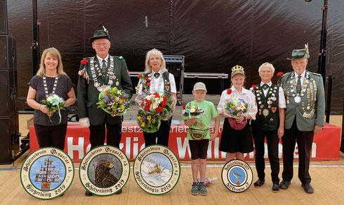Majestäten 2019: Christina Jagemann (Bürgerkönigin), Ulf Kenter (Schützenkönig), Franziska Kenter (Schützenkönigin), Iustus Nomrowski (Kinderkönig), Clara Nomrowski (Schülerkönigin), Karin Franke und Klaus Specht