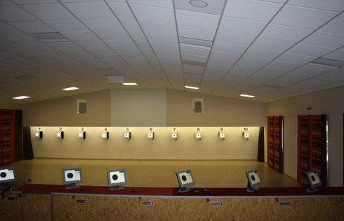 Die Schießanlage - 10 elektronische Stände der Fa. DISAG incl. Beamer