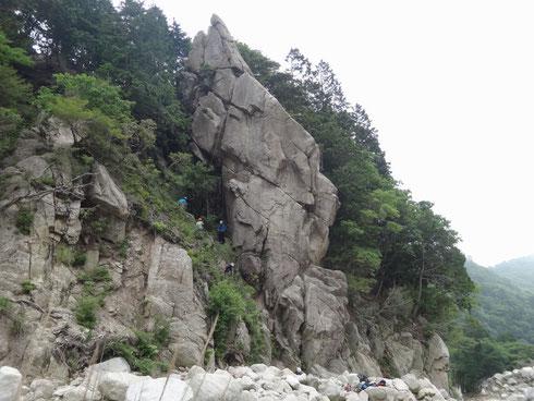 「兔の耳」でもクライマー達が岩と戯れてました