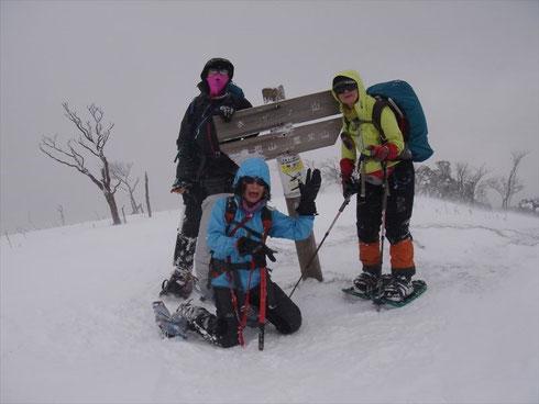 ホッケ山頂、寒かった!