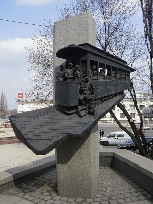 Памятник первому в Восточной Европе трамваю. Киев, 1992