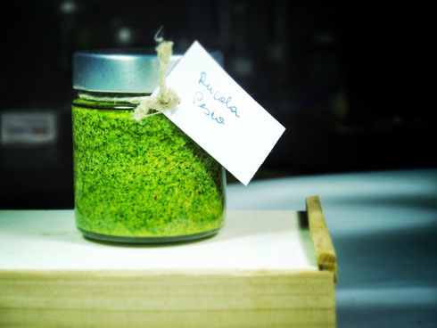 Selbstgemachtes Rucola Pesto