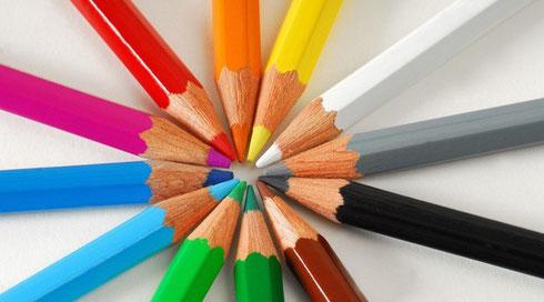 Jede Farbe besitzt ein eigenes elektromagnetisches Spektrum mit einer ganz bestimmten Wellenlänge, die im menschlichen Körper gewisse Reaktionen auslöst.