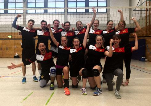 #SchmetterBÄM! Unsere Mixed-Volleyballmannschaft beendet die Premierensaison auf einem sehr guten 6. Tabellenplatz in der BFS Hobbyvolleyball-Liga Essen! (Foto: Beckers)