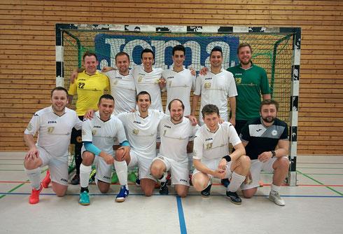 Gewinner-Lächeln: Das glückliche Futsal-Herren-Team nach getaner Arbeit (Foto: Gött)