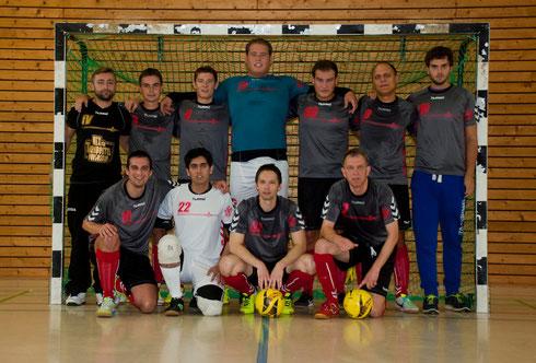 Futsalicious II: (hinten v.l.) Spielertrainer Valchev, Panov, Lange, I. Dujmovic, S. Dujmovic, Ivanov, Chinaa; (vorne v.l.) Vazov, Dinarvandi, Stadnikov, Bölling, (es fehlt: El Kassimi)