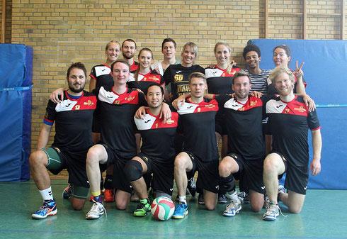 Mächtig stolz auf den allerersten doppelten Punktgewinn: Das Schmetterlicious Mixed-Team am 2. Spieltag der Hobbyliga Essen (Foto: Beckers)